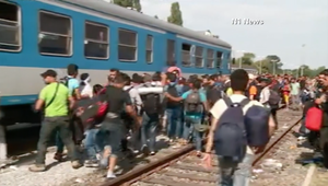 بالفيديو.. معاناة اللاجئين تتفاقم على حدود كرواتيا