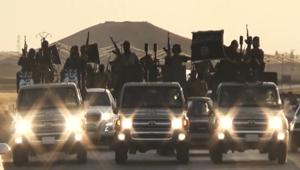 """شاهد: شاحنات تويوتا.. كيف أصبحت """"خيول القتال"""" المفضلة لعناصر """"الدولة الإسلامية""""؟"""