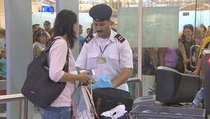 """كاميرا CNN تتجول بـ""""حدود"""" داخل مطار شرم الشيخ.. الإجراءات الأمنية تحت الفحص والرقابة في ظل الشكوك بعد سقوط الطائرة الروسية"""
