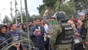 مظاهرات لمهاجرين على الحدود اليونانية بعد توقف مقدونيا عن استقبالهم دون أوراق ثبوتية