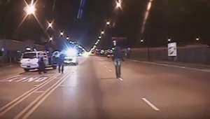 مظاهرات تهز شيكاغو بعد نشر فيديو لمقتل مراهق أسود على يد شرطي أبيض