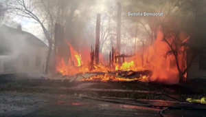 بالفيديو.. حريق يلتهم 4 منازل في ولاية ميزوري بفعل الرياح الشديدة