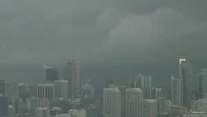 بالفيديو.. مشاهد مرعبة لإعصار يجتاح استراليا