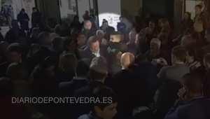 شاب يلكم رئيس الوزراء الإسباني في حملته الانتخابية