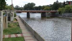 شاهد.. تلوث الماء بالرصاص يجعل مدينة أمريكية تعلن حالة الطوارئ