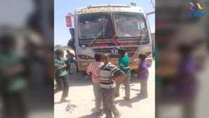 """بالفيديو: مسلمون يحمون زملائهم المسيحيون من مسلحي """" الشباب """" خلال هجوم على حافلة"""
