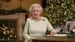 رسالة الملكة إليزابيث في أعياد الميلاد: النور يضيء في الظلمة ورسالة المسيح هي الحب وليس العنف