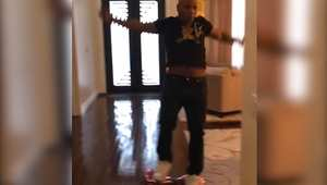 """مايك تايسون """"يسقط بالضربة القاضية"""" من على لوح """"سيغواي"""" متحرك"""