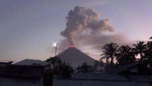 """لحظة ثوران بركان جبل """"سوبوتان"""" في إندونيسيا"""