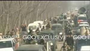 بالفيديو: المشاهد الأولى لاقتحام مسلحين جامعة باكستانية.. ذعر وانتشار أمني وعربات إسعاف