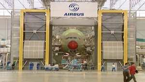 """بالفيديو: إيران تعقد صفقة لشراء 118 طائرة """"أيرباص"""" بقيمة 25 مليار دولار"""