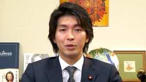 بالفيديو: قرار عضو برلماني ياباني بأخذ إجازة الأبوة يغير مفاهيم أدوار الجنسين