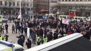 بالفيديو: مظاهرات معادية للأجانب وأخرى مؤيدة في السويد