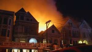 بالفيديو: حريق هائل يمتد إلى عدة منازل في سان فرانسيسكو