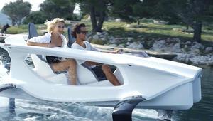 """تعرفوا إلى """"أول قارب كهربائي طائر"""" في العالم"""