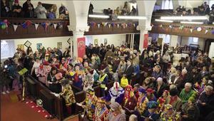 لماذا يجتمع المهرجون للصلاة في هذه الكنيسة؟