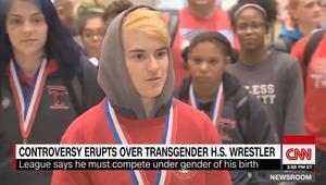 صبي متحول يفوز ببطولة مصارعة للفتيات بأمريكا ويثير الجدل الجنسي