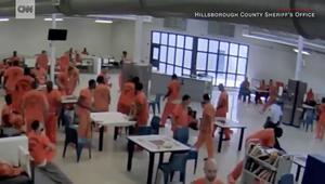 شاهد ماذا رصدت كاميرا مراقبة داخل هذا السجن