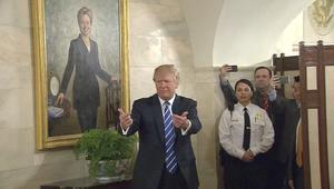 صورة هيلاري كلينتون تلاحق ترامب بالبيت الأبيض