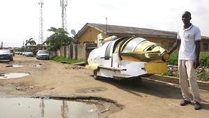 مخترع نيجيري يبني سيارة نفاثة من القمامة!