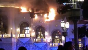 شاهد.. حريق ضخم يلتهم أشهر فنادق لاس فيغاس