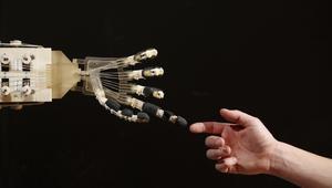 أبوغزالة يقرأ مع CNN مستقبل البشر والآلات: شكل العالم سيتبدل