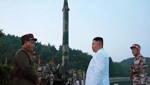 زعيم كوريا الشمالية يشرف على إطلاق صاروخ