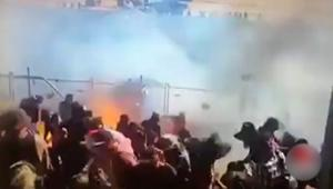 شاهد.. سيارة سباق تقذف وقوداً مشتعلاً.. وجمهور يحترق