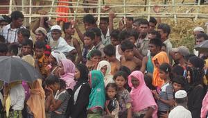 من مخيمات الروهينغا المكتظة ببنغلاديش.. طوابير طويلة تنتظر الغذاء