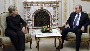 كلينتون تهاجم بوتين لـ.. فتح ساقيه على مصراعيها