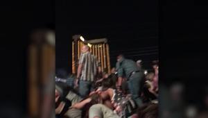 شاهد لحظات الرعب.. رجل يحمي زوجته بجسده أثناء إطلاق النار بلاس فيغاس
