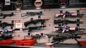إليك بالفيديو أسباب ارتفاع أسهم الأسلحة بعد حوادث إطلاق النار
