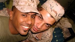 جنديّان عراقيّان مثليّان جنسياً يرتبطان وسط الحرب.. ويهربان لأمريكا