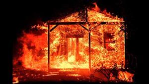 حرائق ضخمة تلتهم كاليفورنيا الشمالية وسقوط ضحايا.. شاهد الدمار