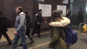 شاهد.. شرطة نيويورك تخلي محطات القطار بعد الانفجار