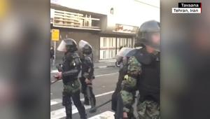 شاهد.. الأمن الإيراني يفرق متظاهرين ضد الحكومة