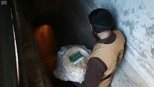 شاهد.. السعودية توزع مساعدات للسوريين في أنفاق الغوطة