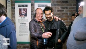 شاهد هوس المعجبين أثناء زيارة محمد صلاح لمتحف البيتلز