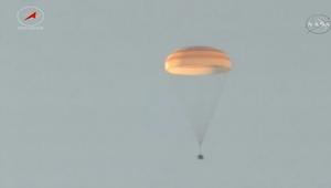 شاهد.. لحظة هبوط كبسولة فضاء في كازاخستان