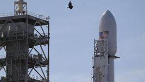 """صاروخ أمريكي ينقل """"حمولة سرية"""" إلى الفضاء بقمر صناعي للتجسس"""