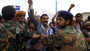 الحوثيون: سنوقف الملاحة بالبحر الأحمر بحال استمر هجوم الحديدة