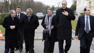 أعضاء من وفد الحكومة السورية إلى المؤتمر