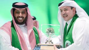 الفنان السعودي طلال سلامة يرد على اتهامه بغناء آيات من القرآن ويهاجم حكومة قطر