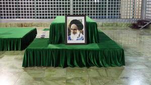 إيران: جرحى بمعركة داخل البرلمان وتفجير في ضريح الخميني