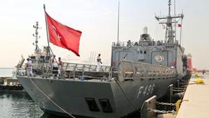 وصول فرقاطة تركية إلى قطر.. والعطية يزور حاملة الطائرات الأمريكية في الخليج