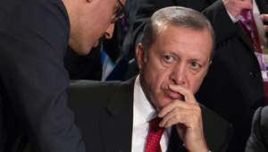 """ضربة جديدة لـ""""بنك آسيا"""" التركي.. وأكاديمي يحذر أردوغان من ثمن باهظ بسبب حرب البنوك"""