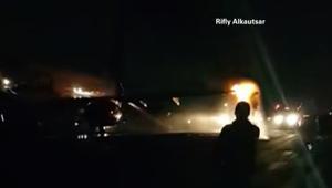 مرعب.. تصادم بين طائرتين على مدرج مطار بإندونيسيا