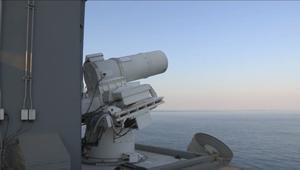 """حصرياً.. شاهد اختبارات أمريكا لسلاح ليزري جديد """"أدق من الرصاص"""" في الخليج"""