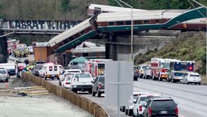 مسؤولون: القطار المنحرف بأمريكا كان يسير بسرعة زائدة