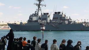 """مدمرة أمريكية تبدل مسارها بعد """"استفزاز"""" من سفينة للحرس الثوري الإيراني"""